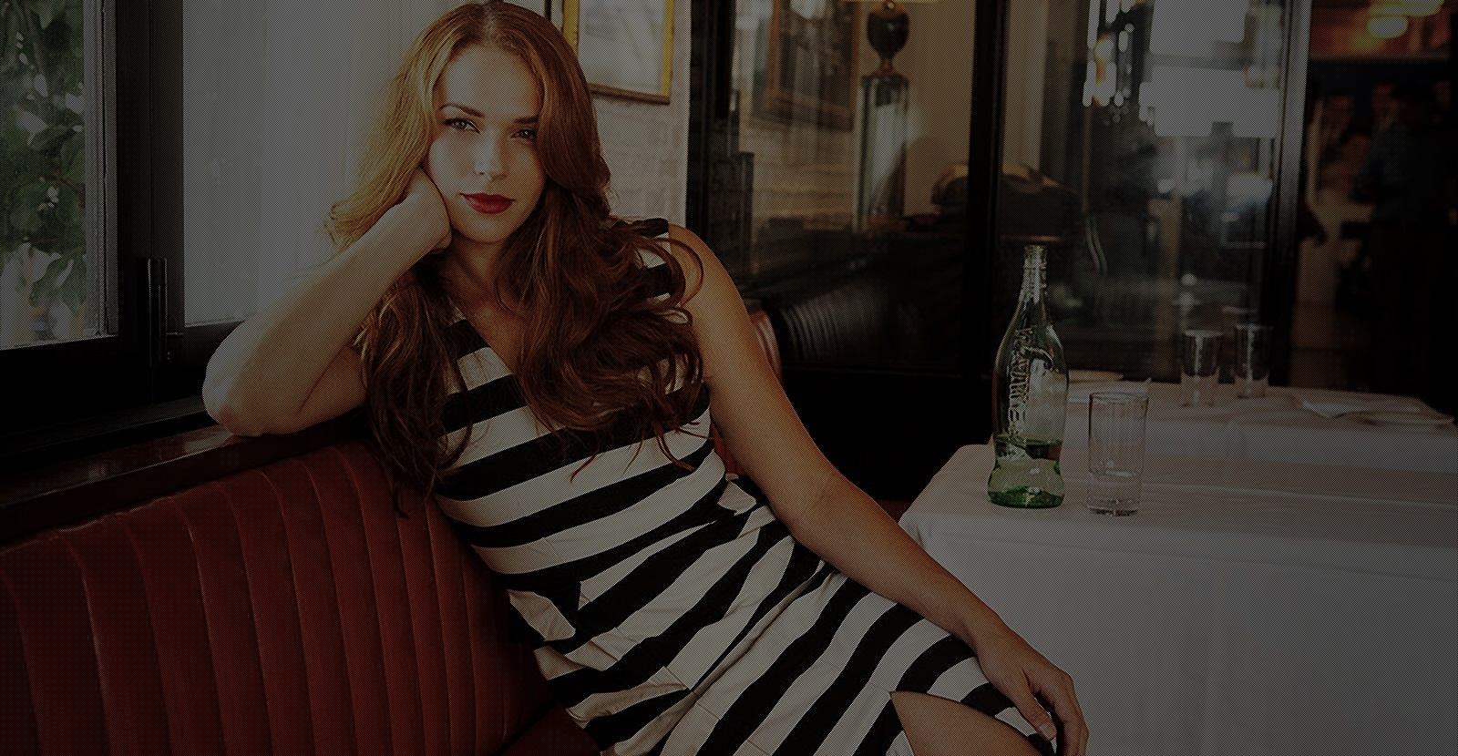 Amanda Righetti Glamour shot